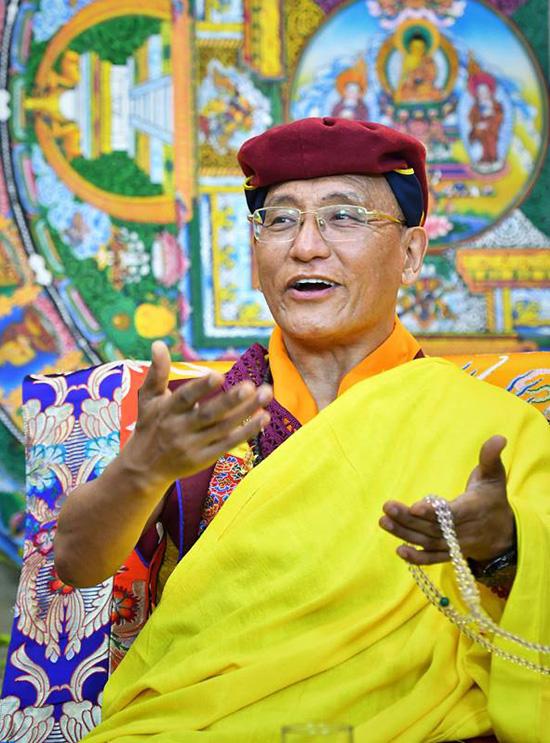 Đức Gyalwang Drukpa trong cuộc trò chuyện với độc giả. Ảnh: Giang Huy.
