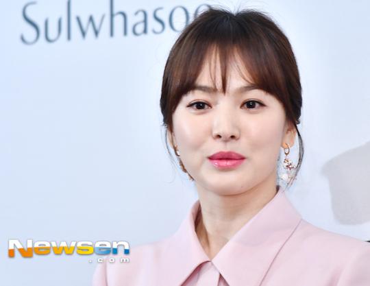 Song Hye Kyo diện váy xòe bó eo, đi giày cao gót giữa tin đồn bầu bí - 3
