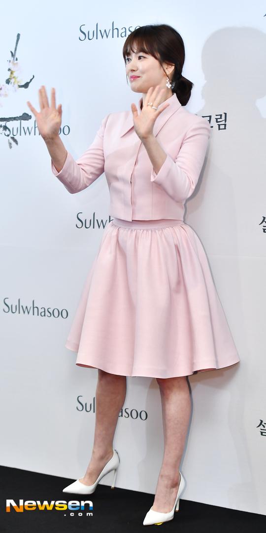 Song Hye Kyo diện váy xòe bó eo, đi giày cao gót giữa tin đồn bầu bí - 7