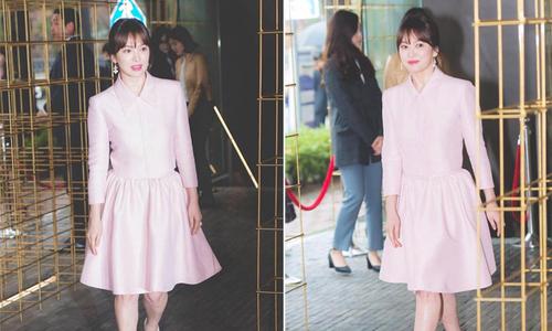 Song Hye Kyo diện váy xòe bó eo, đi giày cao gót giữa tin đồn bầu bí