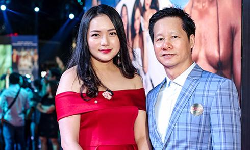 Phan Như Thảo sánh đôi chồng đại gia hơn 26 tuổi đi xem phim
