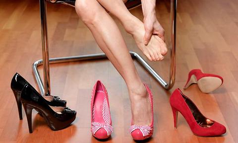 4 động tác thư giãn cho bàn chân sau một ngày đi lại bằng giày cao gót