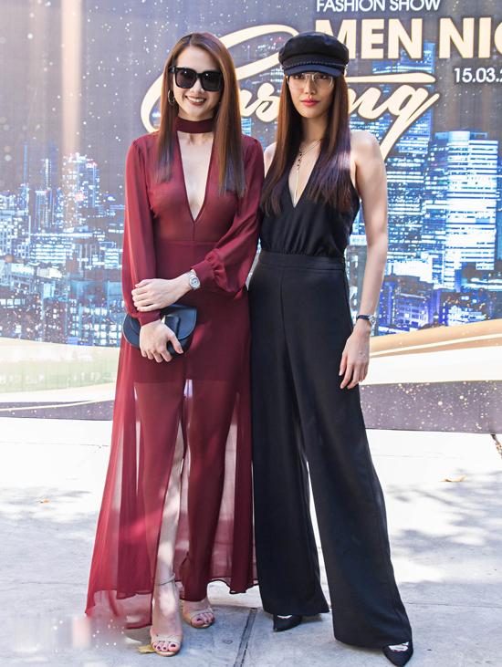 Anh Thư và Lan Khuê cùng diện jumpsuit để thể hiện vẻ đẹp gợi cảm đan xen cùng phong cách thanh lịch và hiện đại.
