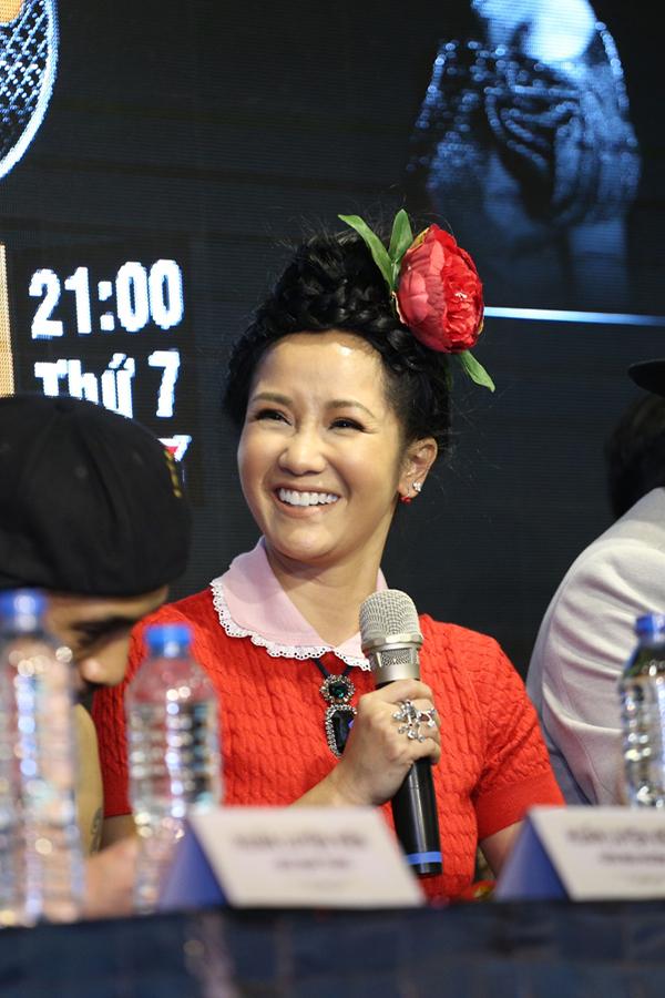 Ca sĩ Hồng Nhung dự họp báo giới thiệu mùa hai Trời sinh một cặp tại TP HCM chiều 15/3.