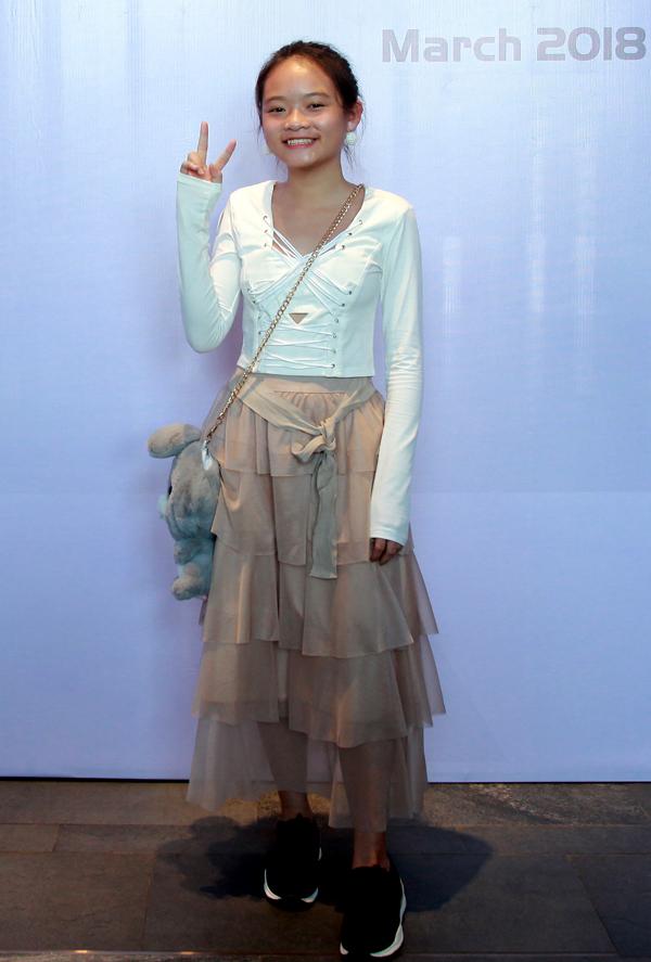 Quán quân Bước nhảy hoàn vũ nhí 2014Linh Hoa đã lớn bổng. Cô bé cũng sở hữu một kênh giải trí vừa đoạt nút bạc.