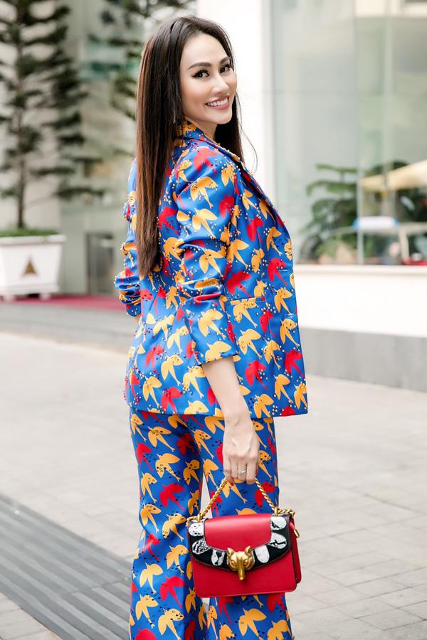 Kim Duyên tiết lộ cô chưa từng phẫu thuật thẩm mỹ, chỉ làm đẹp da bằng cách phương pháp thông thường và chăm chỉ tập luyện để giữ hình thể chuẩn.