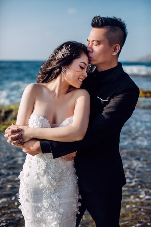 Thời gian quen biết, yêu đương lâu dài nên Anh Vũ và Ngọc Huyền rất hiểu về đối phương. Cả hai thoải mái biểu đạt cảm xúc và dành cho nhau những cử chỉ ngọt ngào khi chụp ảnh cưới. Đó cũng là một lợi thế để nhiếp ảnh gia bắtđược nhiều khoảnhkhắc đẹp.