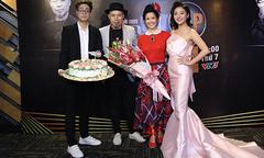 Hồng Nhung được chúc mừng sinh nhật tại họp báo