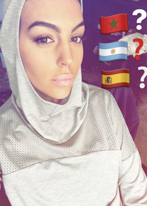Bạn gái C. Ronaldo biến hóa, thành phụ nữ Ảrập