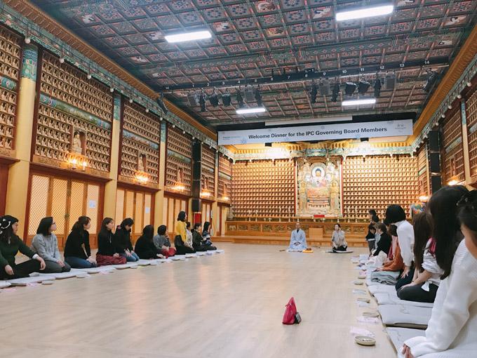 Woljeongsa có chương trình trải nghiệm cuộc sống tạiđền với những bài học lịch sử, trà đạo, thiền, làm đèn lồng hoa sen,vòng nguyện ước...