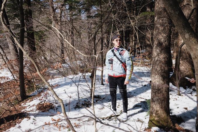 Diễn viên Bình An cho biết, giữa không gian tuyết trắng xen lẫn rừng cây khô trơ trụi lá,đứng ở bất cứ đâu anhcũng có được những bức hình tuyệt đẹp.