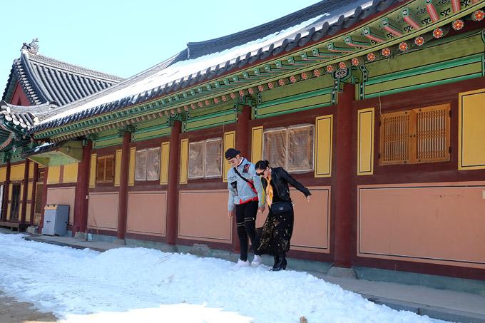 Đền Woljeongsa là di tích văn hóa nổi bật củathành phố Pyeongchang, tỉnh Gangwon. Ngôi đền được xây dựng trong triều đại Silla (57 TCN - 935) và đến nay đã có hơn 1.000 năm tuổi.