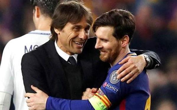 HLV Chelsea, Antonio Conte cũng khiến các học trò phiền lòng khi ôm thân mật và nói cười với Messi