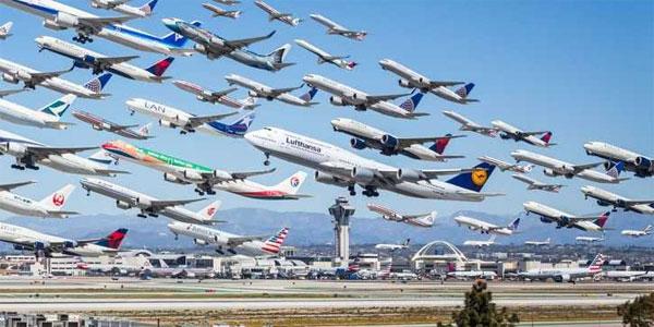 Số lượng máy bay có thể đỗ giữa hai chân Courtois, một CĐV bình luận đi kèm biểu tượng vừa khóc vừa cười.