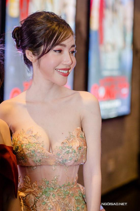 Elly Trần khoe ngực khủng, sóng đôi bên Trần Bảo Sơn - 11