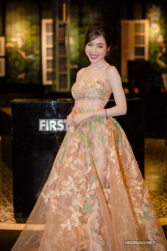 Elly Trần khoe ngực khủng, sóng đôi bên Trần Bảo Sơn - 12