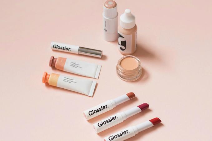 Màu hồng đặc trưng thể hiện trên mọi sản phẩm của hãng. Ảnh: Glossier