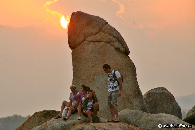 Hòn đá hình dương vật, âm vật thiêng liêng của người Thái - 1