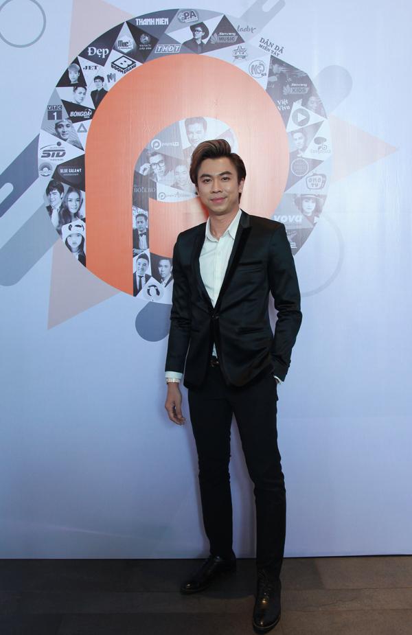 Ca sĩ Hồ Việt Trung cũng được vinh danh tại sự kiện này.