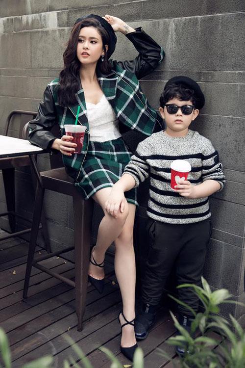 Trương Quỳnh Anh tạo dáng bên con trai - soái ca nhí Sushi.