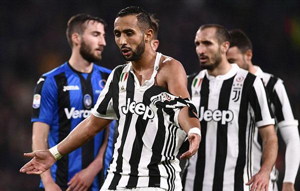 Tình huống Medhi Benatia vàMarten de Roon giằng co dẫn tới việc hậu vệ người Marốc bị rách toạc áodiễn ra ở phút 80 của trận đấu, ngay trước khiBlaise Matuidi ấn định tỷ số 2-0 cho Juve.