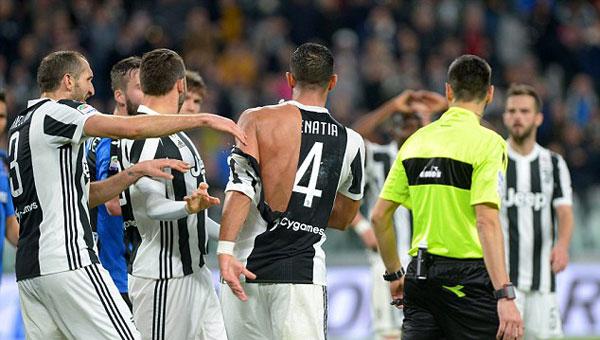 Cả hai cầu thủ đều bị trọng tài phạt thẻ vàng cảnh cáo. Trước đó ít phút, Gianluca Mancini