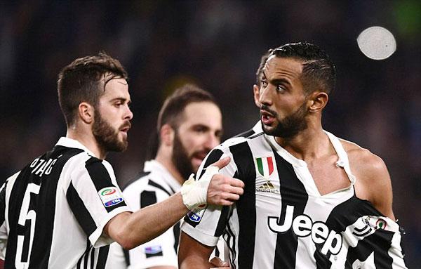 Ngôi sao 30 tuổi bên phía Juve chưa nguôi giận, lầu bầu khi rời sân thay áo.