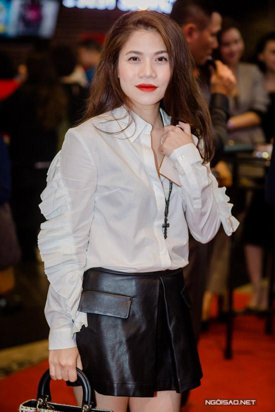 Elly Trần khoe ngực khủng, sóng đôi bên Trần Bảo Sơn - 8