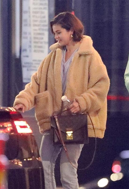Selena đã cắt tóc ngắn sau vài ngày chia tay Justin Bieber.
