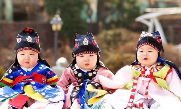 Song Il Gook khoe ảnh ấu thơ của ba con nhân dịp các bé tròn 7 tuổi