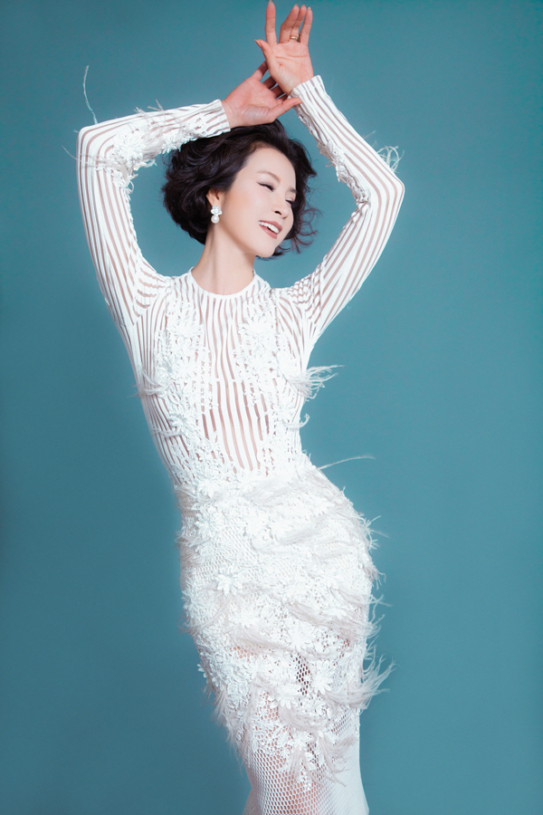Ở tuổi 45 Thanh Mai không ngại diện trang phục gợi cảm, trẻ trung - 3