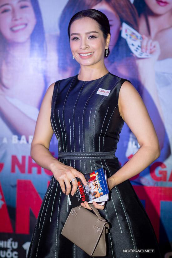 Elly Trần khoe ngực khủng, sóng đôi bên Trần Bảo Sơn
