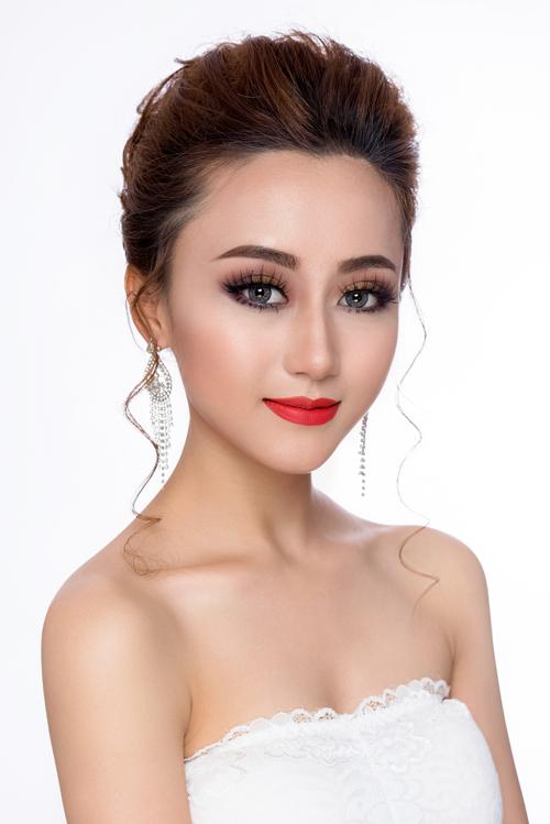 Dành cho tiệc cưới buổi tối, cô dâu có thể kết hợp với son màu nổi bật như cam hay đỏ cam.Bộ ảnh được thực hiện với sự hỗ trợ của stylist Hùng Việt, make up Thanh Thúy, photo Fynz và người mẫu My Duyên.