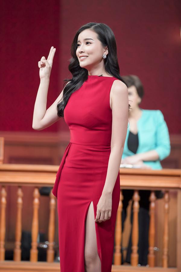 Cao Thái Hà vừa tham gia gameshow Phiên tòa tình yêu. Cô thoải mái bày tỏ quan điểm về tình yêu và hình mẫu bạn trai lý tưởng.