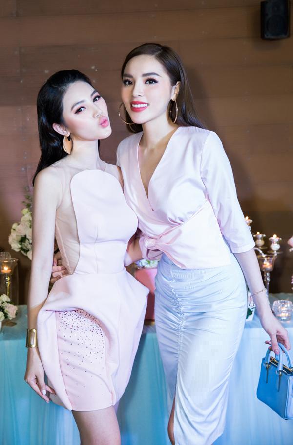 Kỳ Duyên chơi thân với Jolie đã 3 năm. Hoa hậu Việt Nam 2014 mặc thanh lịch đến chúc mừng bạn.