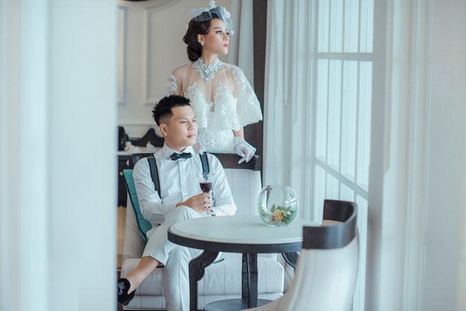 Cô dâu cho biết cô gần như đã phải lục tung cả Sài Gòn để tìm được những bộ trang phục ưng ý.