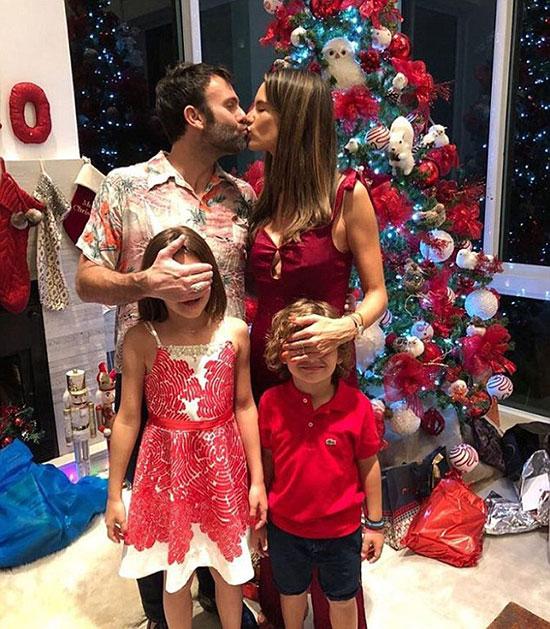 Bức ảnh gia đình Alessandra chụp vào Giáng sinh năm ngoái - lần cuối cùng cặp đôi đăng ảnh cùng nhau.