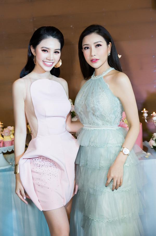 Hoa hậu doanh nhân người Việt thế giới Lam Cúc đọ nhan sắc với chủ nhân sự kiện.