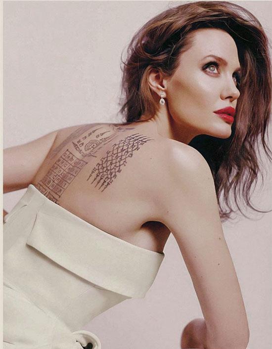 Dù thời gian khiến Angelina không còn tươi trẻ và nóng bỏng như thời đóng Ông bà Smith nhưng cô vẫn sở hữu vẻ đẹp tự nhiên quyến rũ.