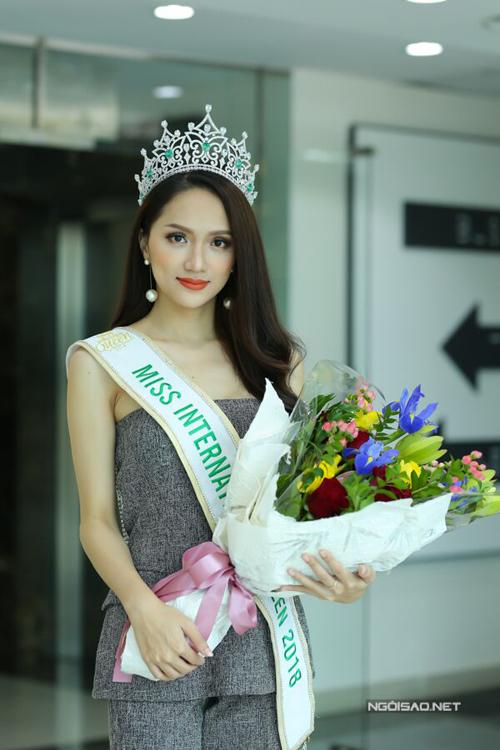 Hoa hậu Hương Giang: Bố mẹ xót khi thấy tôi quá gầy khi đăng quang  - 3