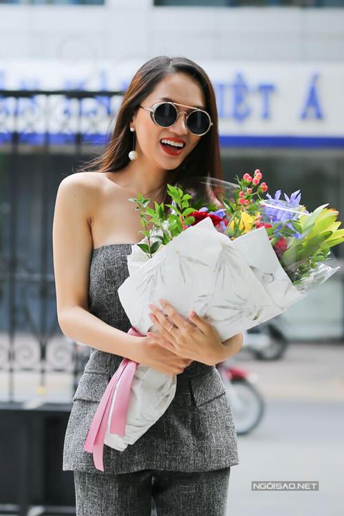 Hoa hậu Hương Giang: Bố mẹ xót khi thấy tôi quá gầy khi đăng quang  - 4