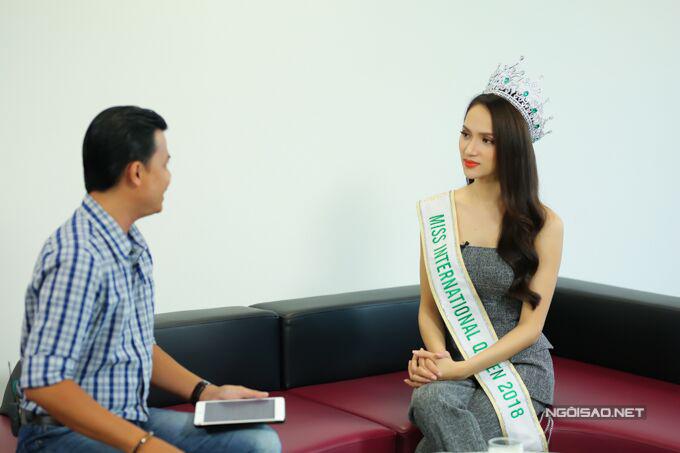 Hoa hậu Hương Giang: Bố mẹ xót khi thấy tôi quá gầy khi đăng quang  - 5