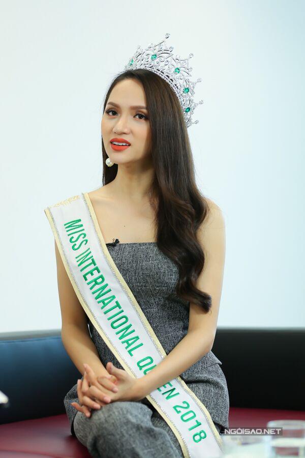 Hoa hậu Hương Giang: Bố mẹ xót khi thấy tôi quá gầy khi đăng quang  - 7