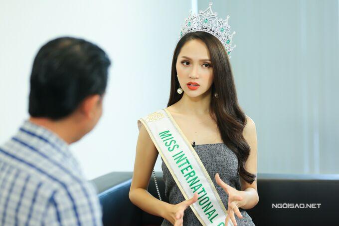 Hoa hậu Hương Giang: Bố mẹ xót khi thấy tôi quá gầy khi đăng quang  - 8