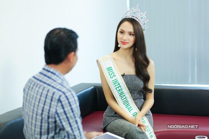 Hoa hậu Hương Giang: Bố mẹ xót khi thấy tôi quá gầy khi đăng quang  - 9