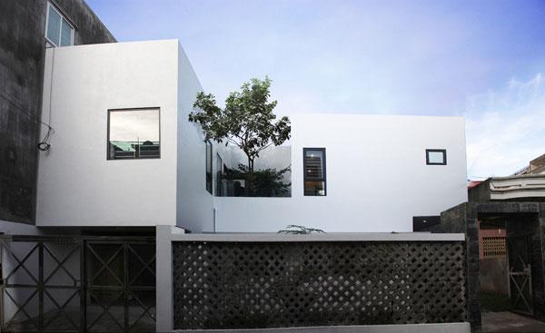 Ngôi nhà của gia đình chị Thủy được xây dựng trên khu đất 300 m2.