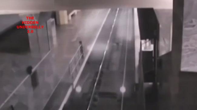 Camera ghi cảnh đoàn tàu ma đi vào sân ga ở Trung Quốc