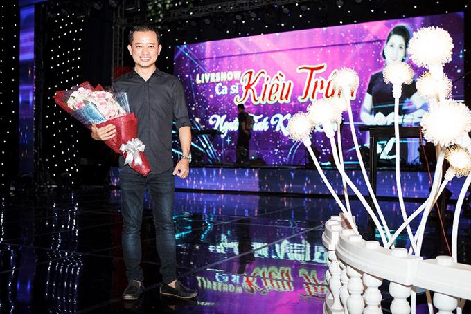 Đạo diễn Nguyễn Quý Khang là người được Kiều Trâm tin tưởng chọn mặt gửi vàng để thực hiện liveshow đầu tư hơn một tỷ đồng này. Anh đã dàn dựng sân khấu hoành tráng, nhiều màu sắc và khá mới lạ so với những chương trình nhạc trữ tình khác.