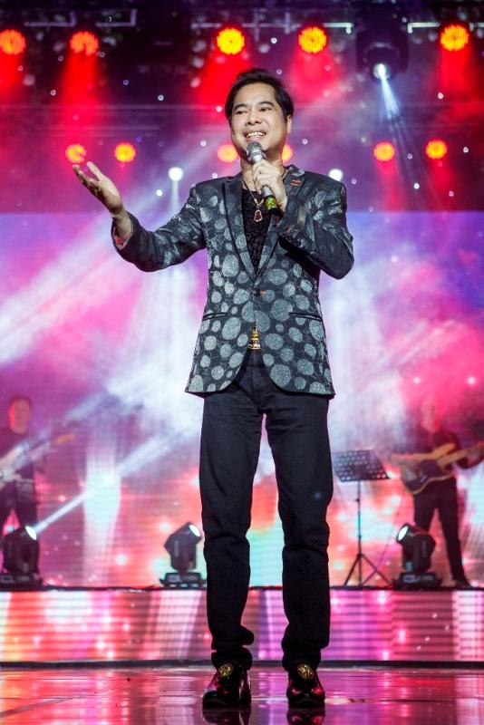 Góp mặt trong đêm nhạc còn có ca sĩ Ngọc Sơn.