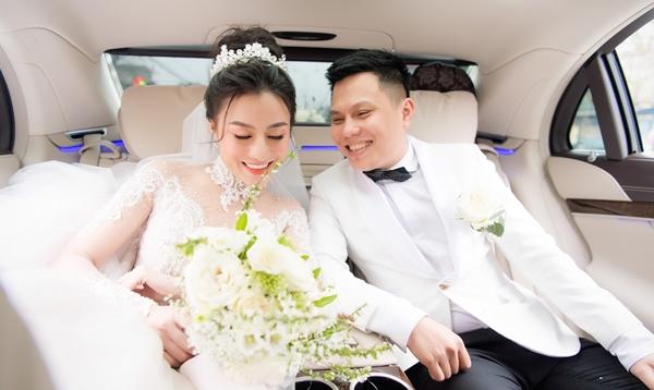 Huyền Dung lên xe hoa với ông xã doanh nhân hôm 25/2.